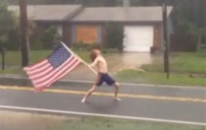 VIDEO YOUTUBE Lane Pittman vs uragano Matthew: lo affronta a petto nudo
