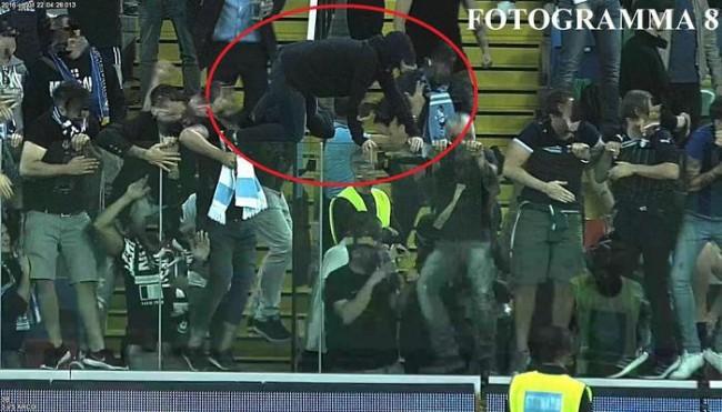 cavalca barriere a Udine, tifosa Lazio denunciata FOTO