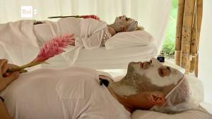 Pechino Express, Tina Cipollari e la maschera viso particolare