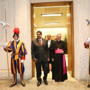 Nicolas Maduro da Papa Francesco: si apre il dialogo Venezuela-opposizione