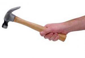 Rocco Benedetto si presenta dalla ex Giacomo Pagato con un martello, ma...