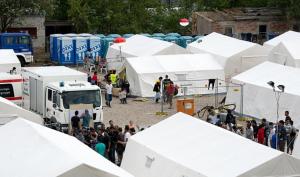Migranti, lavorare nei campi di accoglienza a 3 euro l'ora