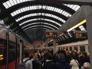 Milano Centrale, treni bloccati in stazione per guasto elettrico