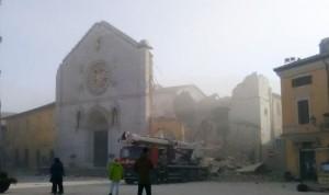 Norcia: crolla Basilica di San Benedetto per il terremoto FOTO