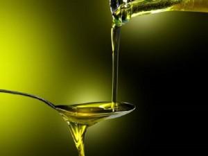 Guarda la versione ingrandita di Olio di oliva è poco: finirà entro primo semestre 2017. Prezzi in aumento (foto d'archivio Ansa)