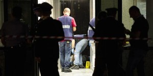 Roma, coniugi uccisi nell'androne del palazzo. Suidida il killer: è un condomino