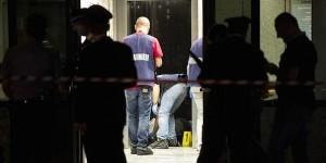 Roma, il macello del condominio: anziano uccide coppia sul pianerottolo poi si spara
