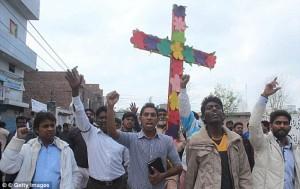 Pakistan: fratello e sorella cristiani torturati per aver rifiutato Islam
