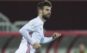 """Gerard Pique in nazionale con maniche tagliate. """"Addio Spagna"""" ma..."""