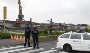 Bruxelles, agguato a poliziotti: due agenti feriti da uomo armato di coltello