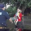 VIDEO YOUTUBE Bimbo 3 anni non respira più, poliziotto lo salva così FOTO