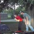 VIDEO YOUTUBE Bimbo 3 anni non respira più, poliziotto lo salva così FOTO 3