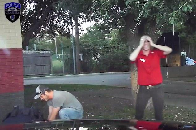 VIDEO YOUTUBE Bimbo 3 anni non respira più, poliziotto lo salva così FOTO 4