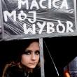 Abortire grazie ad una gruccia metallica, di quelle della lavanderia. Solo così Maria Jarusjewska (il cognome è di fantasia) è riuscita a non partorire, a 18 anni, il figlio nato dallo stupro subito da parte dello zio. 2