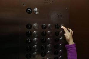 Bottone porte ascensore è finto, è solo un effetto placebo