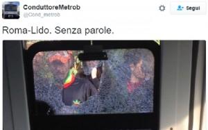 Roma-Lido: rompe il finestrino e i vetri feriscono la capotreno