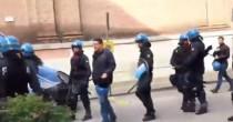 Padova Salvini contestato <br /> lancio uova e fumogeni