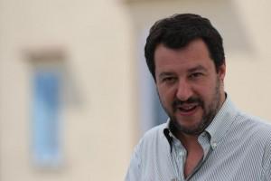 """Migranti, Salvini: """"Aspetto che polizia, carabinieri e sindaci si ribellino"""""""