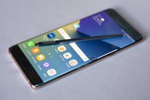 Samsung Galaxy Note 7 vietato in aereo. Bandito in Usa, Alitalia si accoda