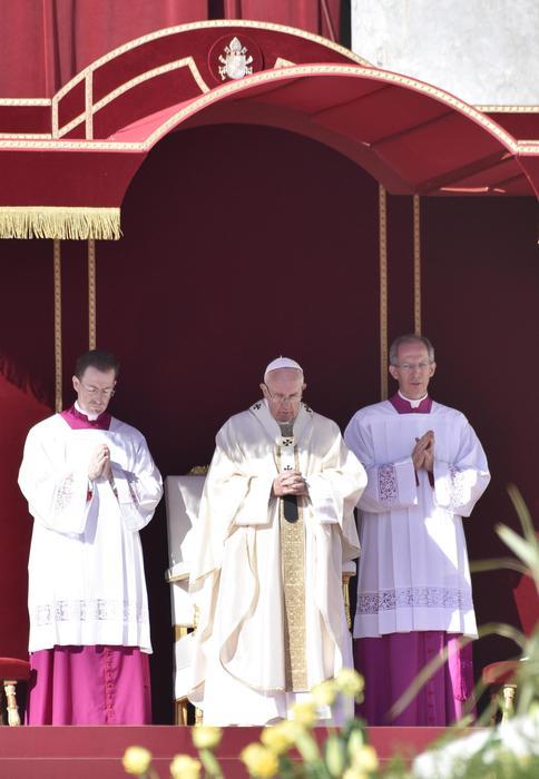 Papa Francesco fa 7 nuovi santi: 2 italiani, il martire bambino...05