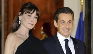 """""""Nicolas Sarkozy ossessionato dal seno di Carla Bruni"""": il libro scandalo"""