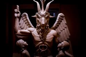 """""""Satana nella mia chiesa"""", parroco accusa demonio di atti vandalici"""