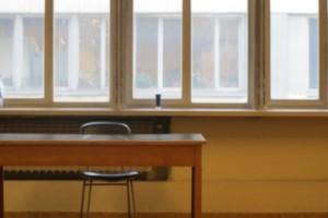 Brutto voto a scuola: a 12 anni si butta dal finestra della classe