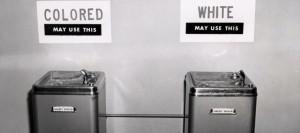 Guarda la versione ingrandita di Apartheid dei bagni a Cagliari. In scuola di suore a figli profughi vietato quello dei