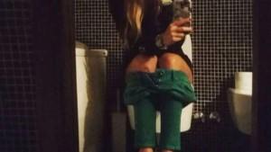 Guarda la versione ingrandita di Lucilla Agosti, selfie su Instagram mentre è sul...water
