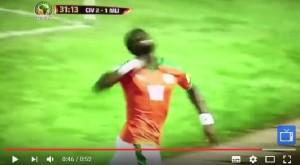 Guarda la versione ingrandita di YOUTUBE Serge Aurier mima gesto del tagliagola in Costa d'Avorio-Mali