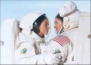 Film per adulti nello spazio: come si fa quando non c'è la gravità?