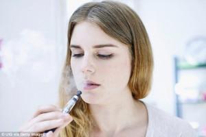 Sigaretta elettronica non è innocua: studio Gb contro giganti tabacco