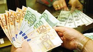 Banca accredita 45mila euro sul conto per sbaglio. Li chiede indietro ma...cliente li ha spesi