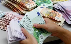 Istat: Italiani spendono e risparmiano un po' di più. E un po' meno tasse