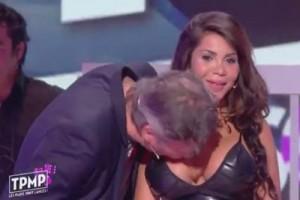 VIDEO Francia, molestie in diretta tv: conduttore bacia attrice su...