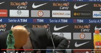 YOUTUBE Luciano Spalletti prende a testate il tavolo per la domanda del giornalista