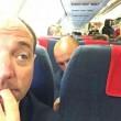 """Giacomo Stucchi (Lega), selfie in aereo con rom: """"Compagnia Vera low cost""""01"""