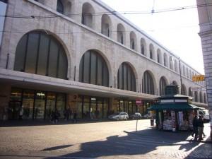 Roma, stazione Termini: gli levano gli occhi a botte