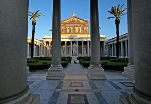 Guarda la versione ingrandita di Terremoto Roma 30 ottobre: Basilica San Paolo chiusa per crepe (foto d'archivio Ansa)