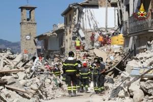 Terremoto Centro Italia, profugo si lancia da finestra secondo piano: ferito