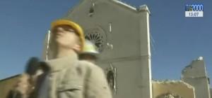 Teremoto: Basilica Norcia, cornicione crolla in diretta tv