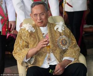 Thailandia a lutto, è morto il re: locali chiusi, turisti avvisati