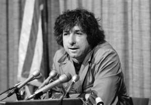 Tom Hayden morto a 76 anni: fu simbolo del pacifismo Usa e marito di Jane Fonda