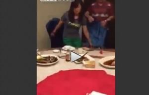 Topo corre sui tavoli nel ristorante di lusso
