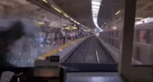 YOUTUBE Suicidio sotto treno in corsa: impatti visto dalla sala macchine
