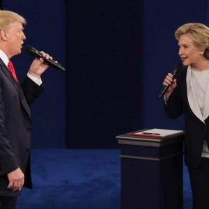 """YOUTUBE Donald Trump vs Hillary Clinton. """"Umili le donne"""". """"Ti manderà in carcere"""" FOTO"""