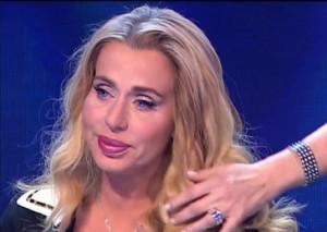 """Guarda la versione ingrandita di Valeria Marini si sfoga: """"Ingannata nel matrimonio, gli amici, mio padre…"""""""