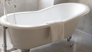 Guarda la versione ingrandita di Pensionata incastrata 4 giorni nella vasca da bagno: salvata dalla cameriera che non la vedeva...