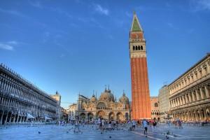 Venezia, drone si schianta contro San Marco e cade a terra