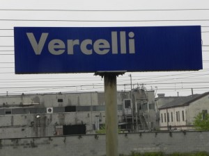 Guarda la versione ingrandita di Maltempo Vercelli, fulmine sulla stazione: interrotta linea Milano-Torino, stop regionali e Freccia Bianca